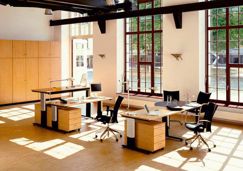 h henverstellbarer schreibtisch ergo b rom bel arbeitsplatzsysteme. Black Bedroom Furniture Sets. Home Design Ideas